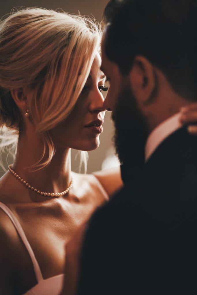 wedding-photographer-chihuly-garden-glass-seattle-lindsay-daniel-400_lndd6036
