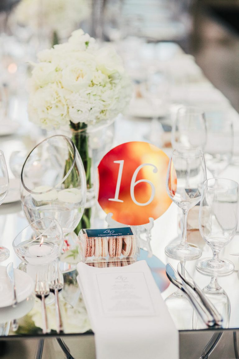wedding-photographer-chihuly-garden-glass-seattle-lindsay-daniel-640_lndd6062