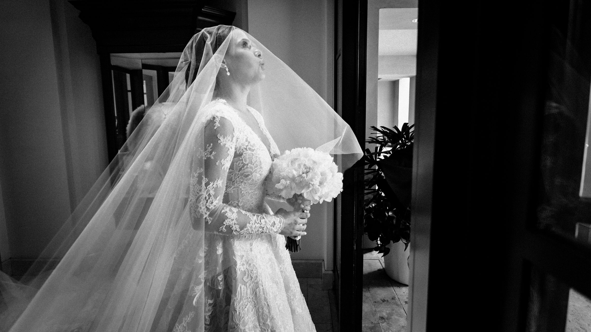 maria-emotional-moments-before-walking-down-the-aisle-wedding-mzef1492.jpg