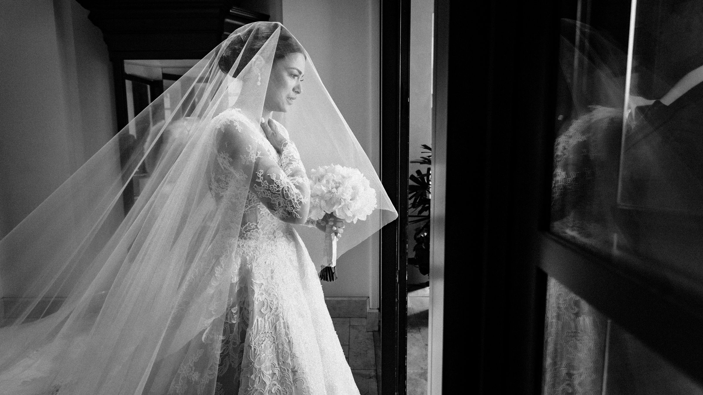maria-emotional-moments-before-walking-down-the-aisle-wedding-mzef1494.jpg