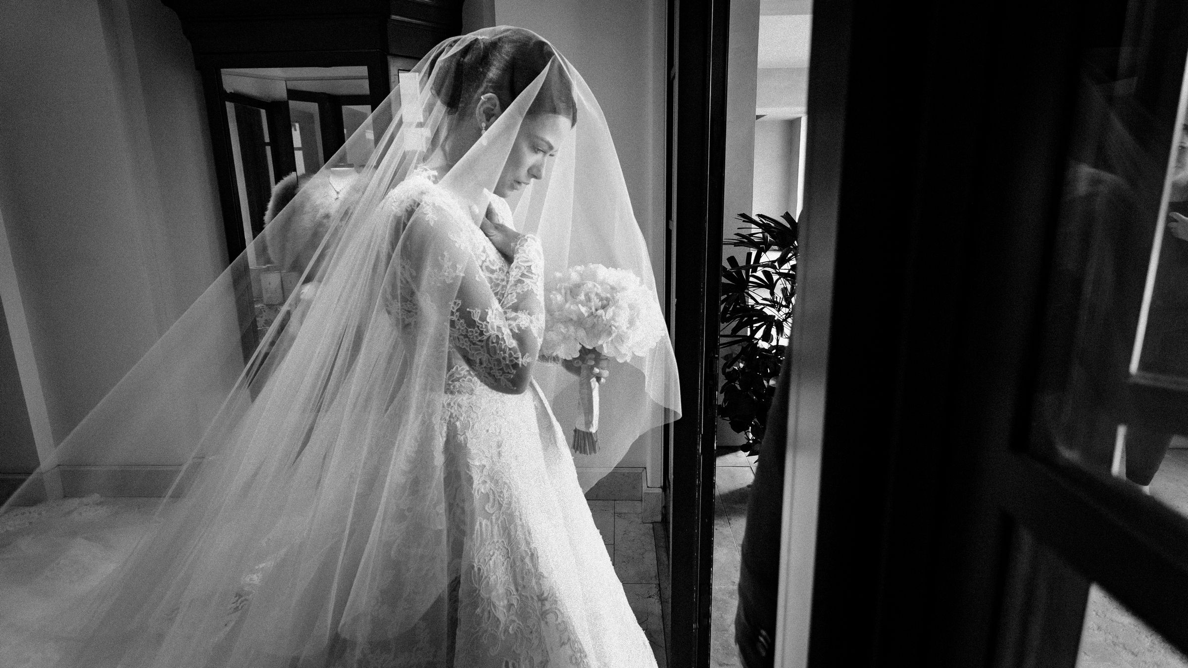 maria-emotional-moments-before-walking-down-the-aisle-wedding-mzef1496.jpg