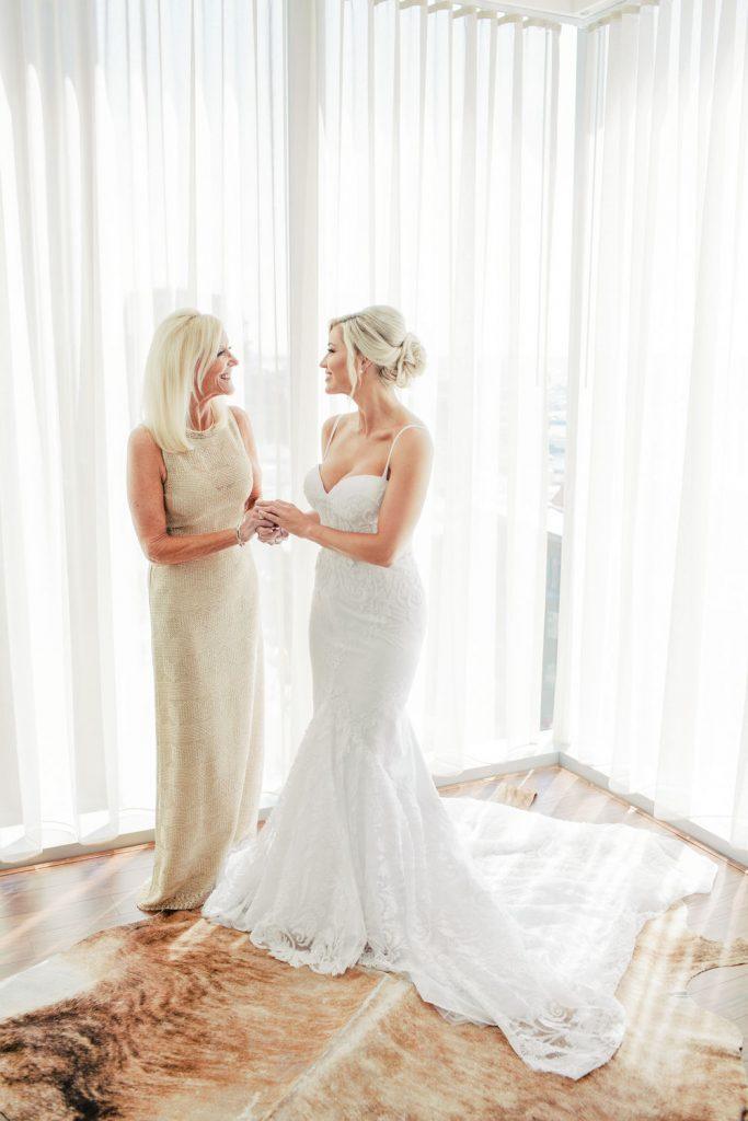 wedding-photographer-chihuly-garden-glass-seattle-lindsay-daniel-110_lndd6014.jpg