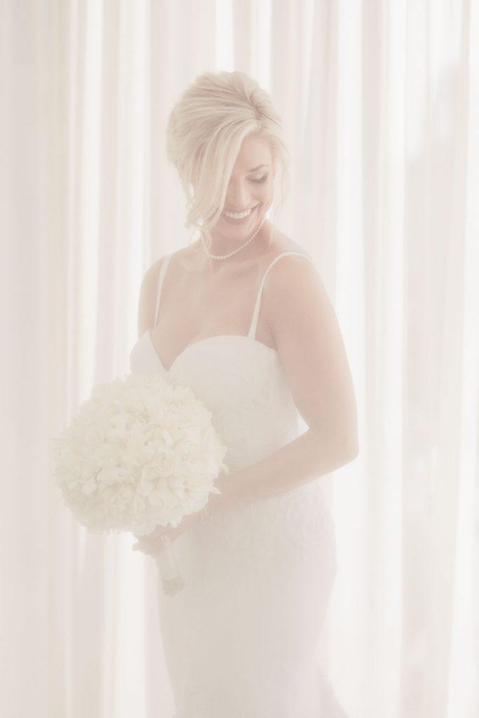 wedding-photographer-chihuly-garden-glass-seattle-lindsay-daniel-120_lndd6015.jpg