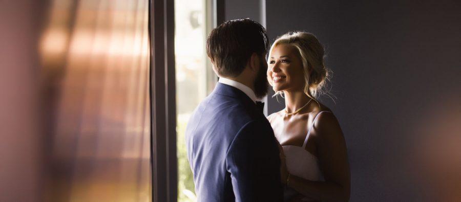 wedding-photographer-chihuly-garden-glass-seattle-lindsay-daniel-150_lndd1315a.jpg