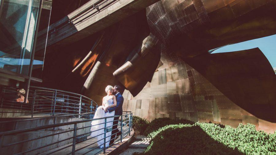 wedding-photographer-chihuly-garden-glass-seattle-lindsay-daniel-330_lndd6030.jpg