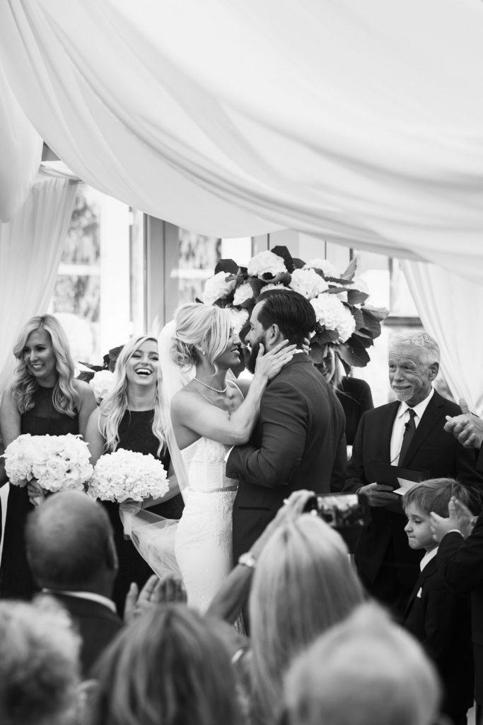 wedding-photographer-chihuly-garden-glass-seattle-lindsay-daniel-480_lndd6035.jpg
