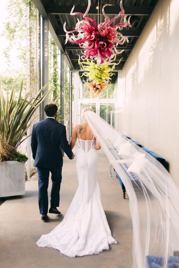 wedding-photographer-chihuly-garden-glass-seattle-lindsay-daniel-520_lndd1864af.jpg